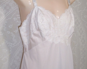 f4858755e67 Size 36 - Vintage Full Slip - by Pinehurst Lingerie -Cream - Beautiful  Cream Lace - Non-Run Nylon Tricot - Made in USA - Nightie