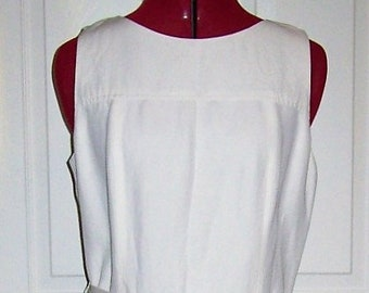 Vintage Ladies White Sleeveless Linen Dress Medium Only 15 USD