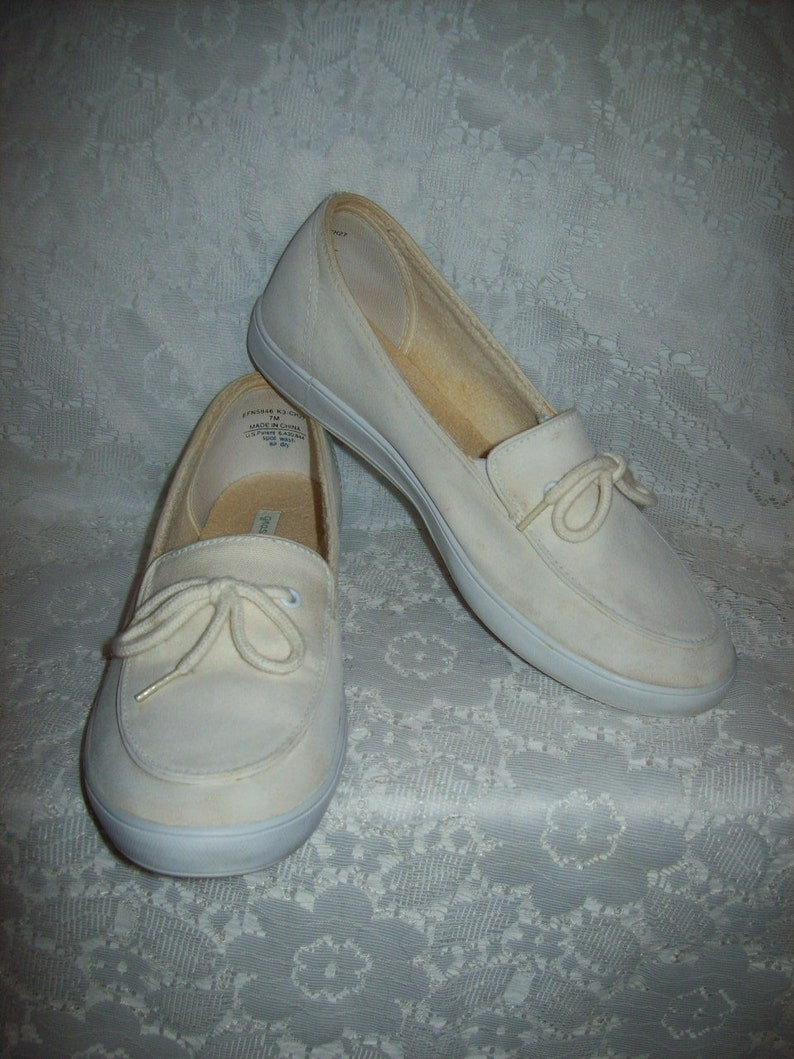 ac2f3fcde392b2 Vintage Ladies Off White Canvas Slip On Boat Deck Tennis Shoes