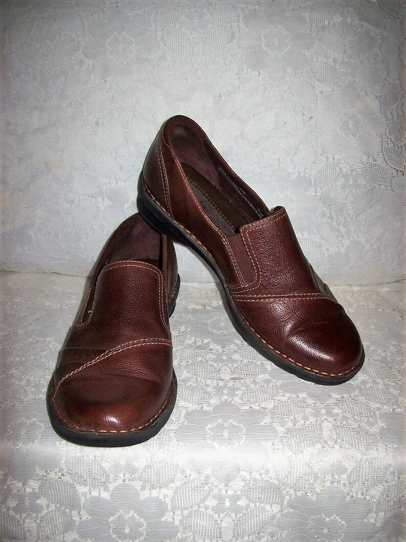 f6f774cae922b Vintage Ladies Brown Leather Wedge Heel Slip Ons Loafers by Clarks Size 8  Only 12 USD