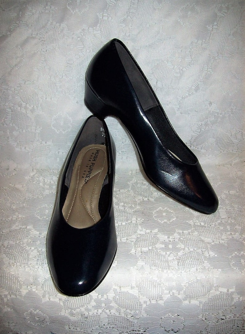 5f1b198b300 Vintage Ladies Navy Blue Leather Pumps by Hush Puppies Size 5