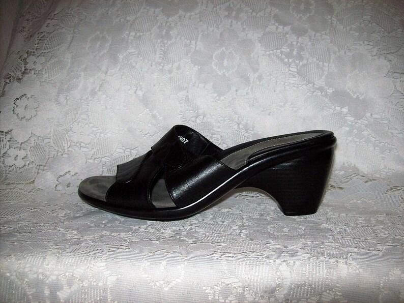 SAlE 60/% Off Vintage Ladies Black Leather Sandals Slides by Dansko EU Size 36 or US Size 6 12 Now 2 USD