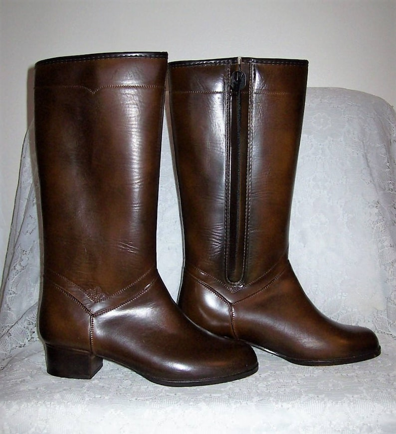 3bc622ce27e27 Vintage 1960s Ladies Fully Lined Knee High Snow Boots from JC Penney Size 6  NOS Only 6 USD