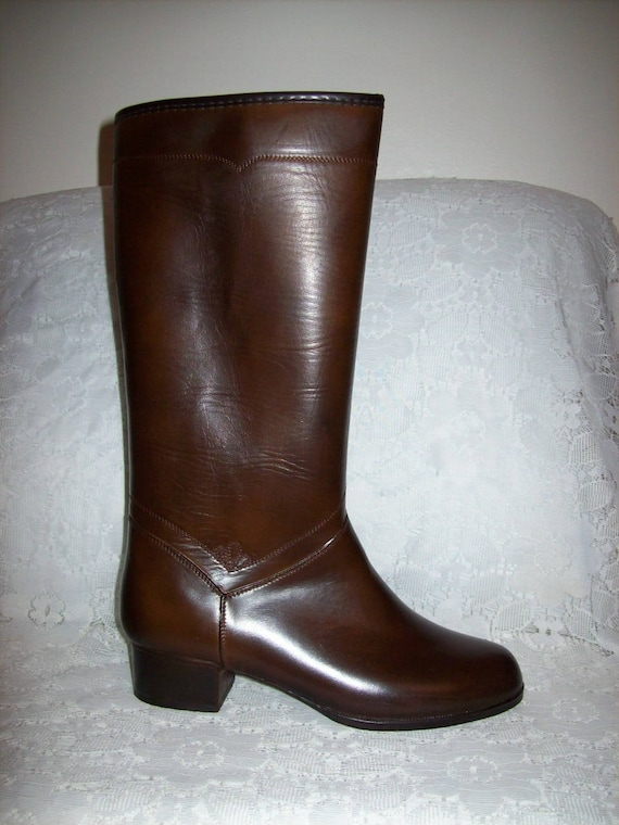 e88d439a16421 Vintage 1960s Ladies Fully Lined Knee High Snow Boots from JC