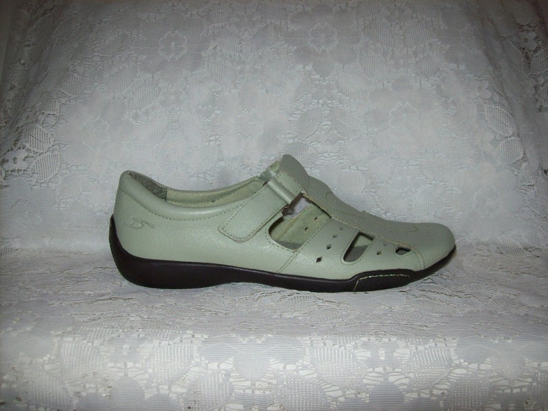 Vintage Ladies Sage Green Leather Mary Janes Shoes by Dr Scholl/'s Size 9 Wide Only 11 USD
