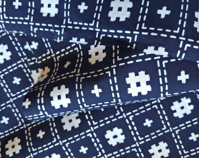 Vintage Japanese kimono indigo blue and white cotton yukata fabric 92 cm x 36 cm cross hatch pattern