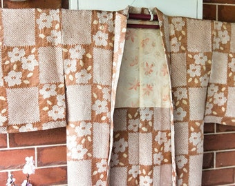 Vintage Japanese hand stitched shibori silk haori  kimono jacket in soft brown with yellow accents. Beautiful autumn maple leaves on lining.