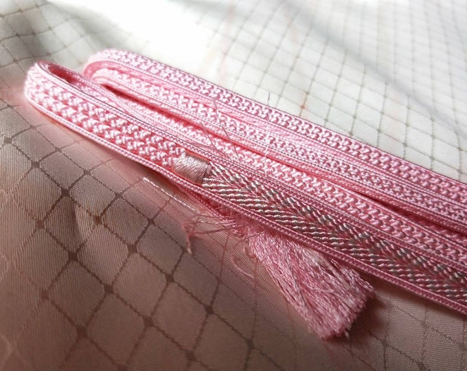 Vintage Japanese hand braided silk kumihimo obijime cord for obi  soft two tone pink and white, flat type. Subtle and elegant