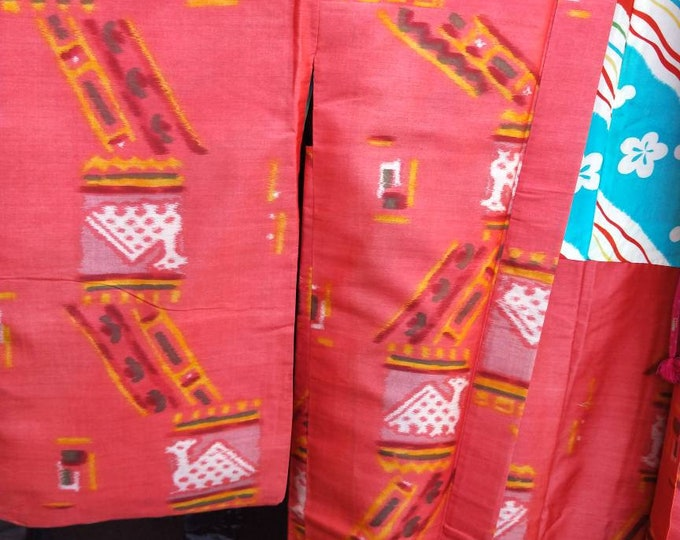 Vintage 1940's Japanese Meisen silk nagabaori kimono jacket. Pink with bright blue colourful lining. Excellent condition