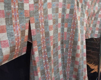 Vintage Japanese light weight wool blend hitoe  kimono. Unlined with geometric pattern. Very good condition.