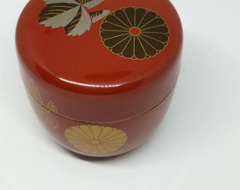 Beautiful vintage Japanese natsume, matcha green tea caddy. Handcrafted lacquer ware. Chrysanthemum  pattern. Perfect for tea ceremony.