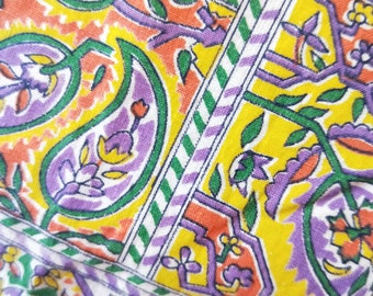"""Vintage American Feed sack fabric fat quarter 18"""" x 22' cotton novelty colourful Paisley."""