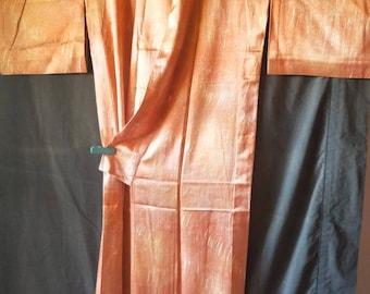 Vintage Japanese light weight silk hitoe  kimono. Unlined with brush strokes  pattern. Very good condition. Orange autumn shades