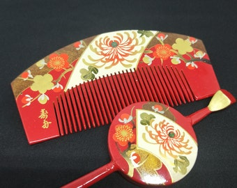 Vintage Japanese wood and lacquer Kanzashi hair comb and pin chrysanthemum, mother of pearl inlay and gold. Signed