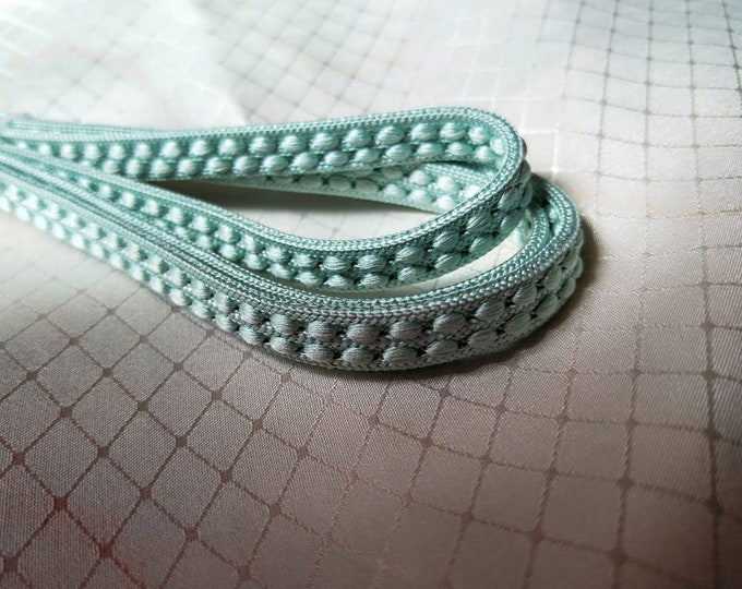 Vintage Japanese silk kumihimo obijime cord for obi woven light celadon flat type, elegant raised pattern.