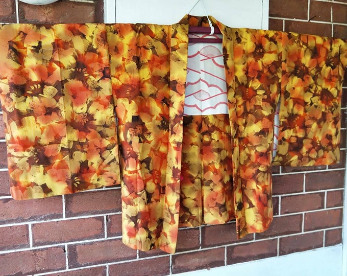 Vintage Japanese smooth medium weight autumn shades haori kimono jacket with brushed flowers dyed pattern floral lining. Excellent condition