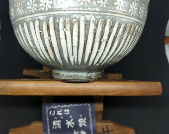 Vintage Japanese hand-made Mishima-ware glazed tea bowl, chawan brown stoneware body. Grey -green gaze with incised pattern and white detail