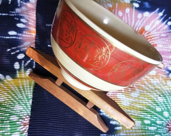 Vintage Japanese hand-made simple Kyoware glazed tea bowl, chawan . Painted on-glaze enamel rock, white glaze,  white porcelain body. Marks