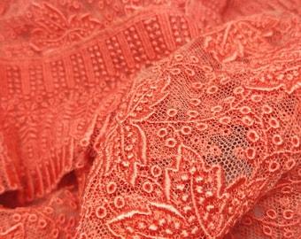 Vintage Japanese shawl for kimono. Vivid tangerine Orange lace, w/ grape leaf pattern, gorgeous details. Dramatic eye catching. Crisp touch.