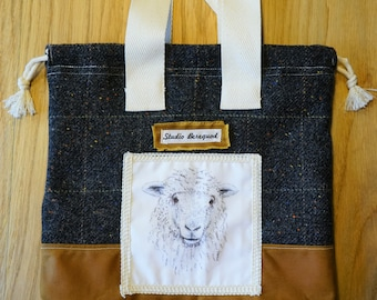 Made from wool fabric: Project Bag Sheep/Schaap 30x31 cm