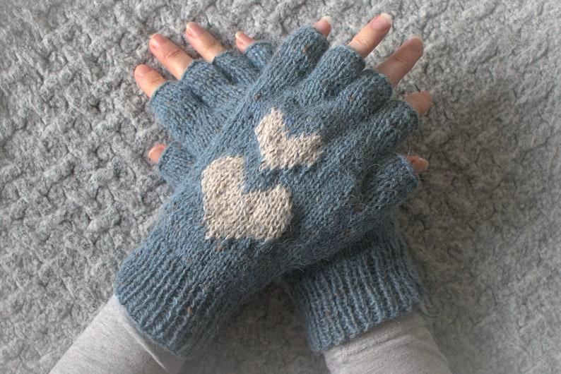Knitting Pattern  Hearts Fingerless Gloves  PDF gloves knit image 0