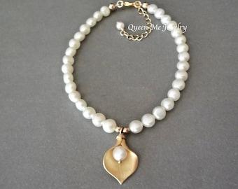 Gold Calla lily pearl bracelet Freshwater pearl wedding bracelet Bridal Wedding Jewelry Yellow gold calla lily bracelet for a bride Gift
