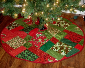 handmade quilted christmas tree skirt 47 round red green holly poinsettias - Quilted Christmas Tree Skirt Pattern
