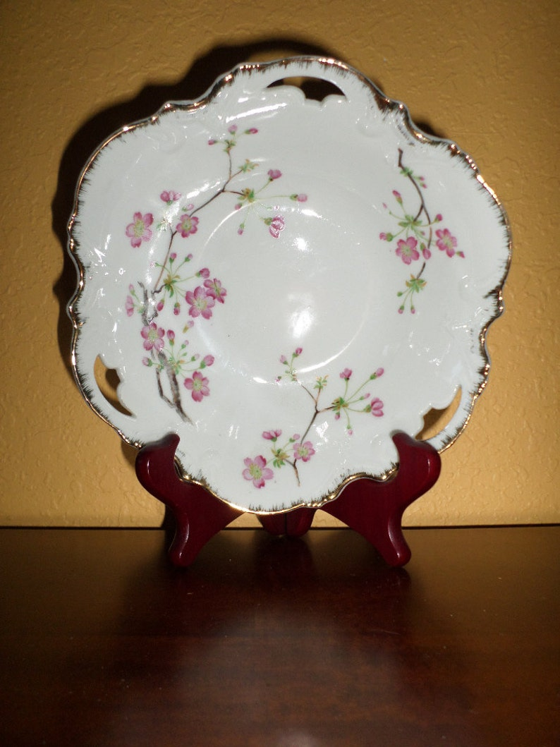 Porcelain BOWLFLUTEDGOLD TrimMid CenturyJapanHand Painted