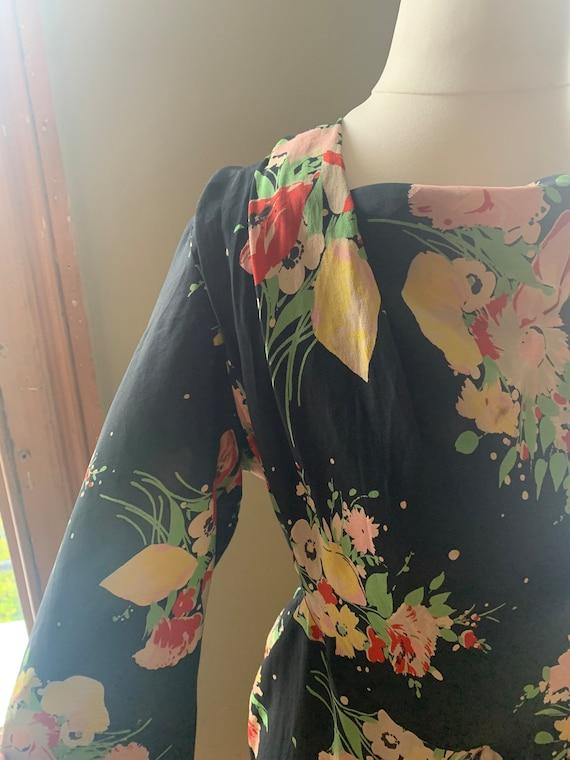 1930s 1940s dark floral dress novelty print true v