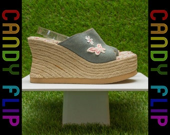 Vintage 90s Y2K Bongo Denim Blue Pink Woven Raffia Leather Butterfly Flower Open Toe Thick Wedge Slip On Platform Mule Heel Sandal US 7