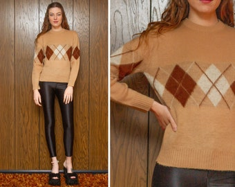 Vintage 70s 80s Campus Argyle Diamond Print Brown Plush Fuzzy Textured Acrylic Knit Crew Neck Long Sleeve Pullover Jumper Ski Sweater XS S