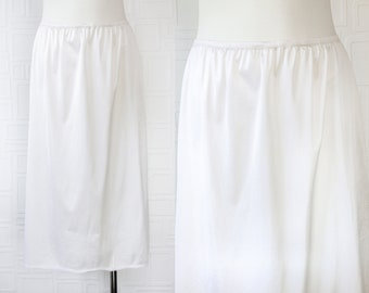 Vintage 80s 90s Classic Off White Cream Shiny Lightweight Sheer Scalloped Lace Elastic Waist Below Knee Length Slip Back Slit Skirt S M L