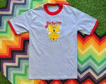 Vintage 90s Unisex Deadstock Red Gray Yellow Dog Be Nice Ringer Crewneck Heat Transfer Graphic Novelty Thick Cotton Short Sleeve T-Shirt M L