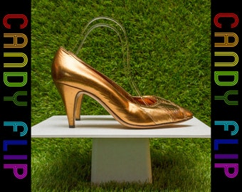 Vintage 70s 80s Bruno Magli Italian Shiny Metallic Gold Black High Kitten Skinny Stiletto Heel Closed Toe Leather Women's Pump Shoe 8.5 B