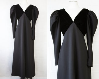 Vintage 80s Black Velvet Sweetheart Neckline Puff Sleeve Gothic Princess Victorian Edwardian Judge Witch Gown Halloween Costume Long Dress L
