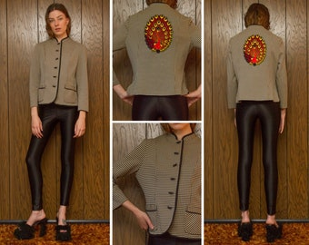 Vintage 60s 70s Granny Black Beige Red Yellow Houndstooth Peacock Back Patch High Neck Long Sleeve Toggle Button Unlined Jacket Blazer S M L