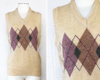 Vintage 80s Mc Greggor Brand Wool Acrylic Blend Mens Argyle Tan Cream Mauve Blue Ribbed Sleeveless Diamond V-Neck Sweater Vest Size Large