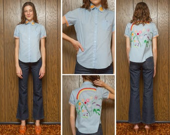 Vintage 60s 70s Hippie Hand Stitched Peasant Blouse Chain Rainbow Wild Flower Floral Embroidered Blue Short Sleeve Button Dress Shirt XS S