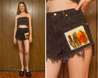Vintage Wranglers Distressed Cut Off Frayed Sunset Cattails Gray Black Longstitch Needlepoint Embroidered Patch Zip Fly Denim Jean Shorts L