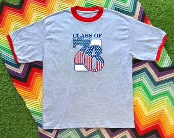 Vintage 90s Unisex Gray Red Class of 76 White Blue Flag Ringer Crewneck Heat Transfer USA Graphic Novelty Cotton Short Sleeve T-Shirt L XL