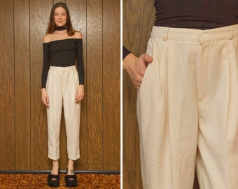 Vintage 90s Briggs Petite Cream Ivory Off White High Waist Stretch Elastic Pleated Pocket Wide Taper Leg Polyester Trouser Pants M 27 28 29
