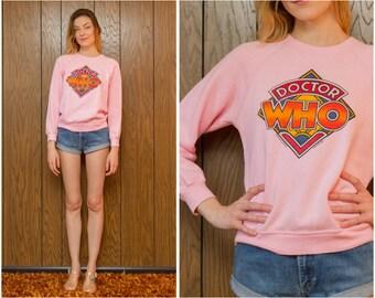 Vintage 80s 90s RARE BBC Enterprises Dr Who TV Logo Beach Pink Rainbow Graphic Screen Print Raglan Sleeve Sweatshirt Jumper Sweater S M L