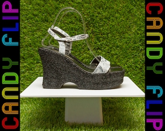 Vintage 90s Bonnibel Black Gray Snake Reptile Print Glitter Metallic T-Strap Platform Chunky Ankle Strappy Wedge Heel Shoe Thick Sandal 7