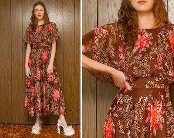 Vintage 70s Ruffle Pleated Tiered Brown Orange Pink White Flower Floral Print Sleeveless Cape Full Length Scoop Neck A Line Maxi Dress XS S