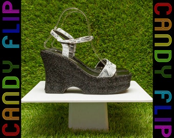 Vintage 90s Bonnibel Black Gray Snake Reptile Print Glitter Metallic T-Strap Platform Chunky Ankle Strappy Wedge Heel Shoe Thick Sandal 7