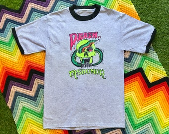 Vintage 90s Gray Black Skull Snake Death Before Dishonor Ringer Crewneck Heat Transfer Graphic Novelty Thick Cotton Short Sleeve T-Shirt M L