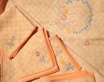 Vintage Embroidered Set of 4 Napkins & Tablecloth