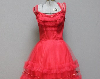 05dea659cb Vampy Vintage 1950s Red Tulle Prom Gown