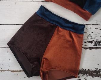 Velvet shorts in block colour high waist