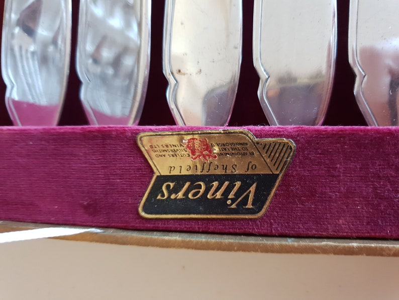 Antique Vintage Viners of Sheffield Boxed Fish Cutlery Silver Set